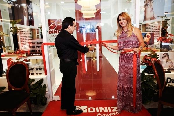 7392270a75229 Fiuk e Thaís Pacholek participam da inauguração da nova Ótica Diniz Prime