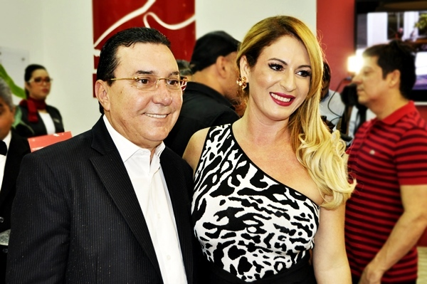 ... Óticas Diniz Prime no Shopping Rio Poty na última terça-feira (29).  Durante todo o dia ela recebeu amigos e convidados, mas o ponto alto da  inauguração ... d50af977d6