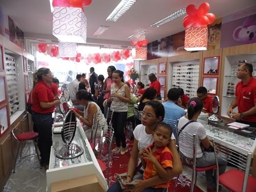 799d956151665 Óticas Diniz inaugura filial em Oeiras