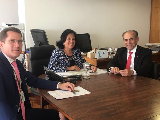 Em audiência com a Secretaria-Executiva, Ivani dos Santos da Secretaria de Governo do Palácio do Planalto, acompanhado de seu chefe de gabinete, José Guimarães.