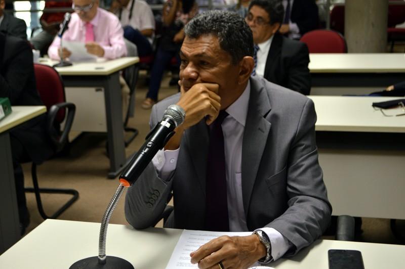 João de Deus afirmou que vai pedir ao TCE confirmação de dados apresentados por Robert em plenário