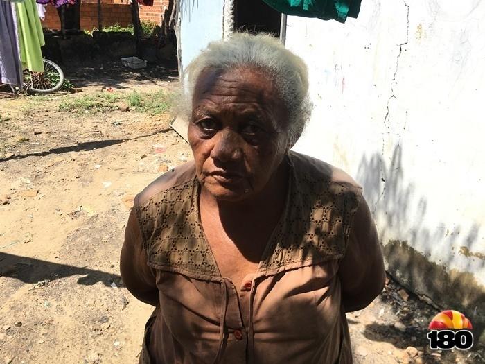 Dona Valmira afirma que foi esquecida pelo poder público