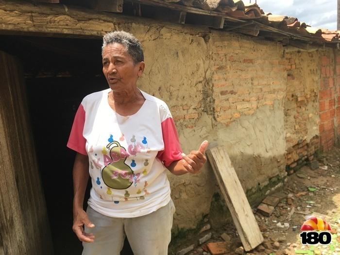 Dona Lúcia espera contar com o direito a aposentadoria