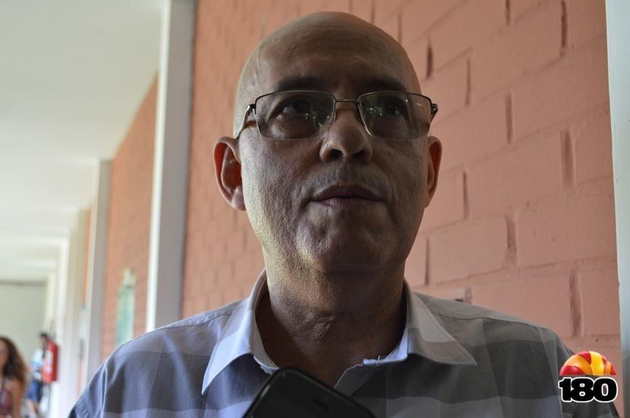 Professor Luiz Carlos, diretor do CCE