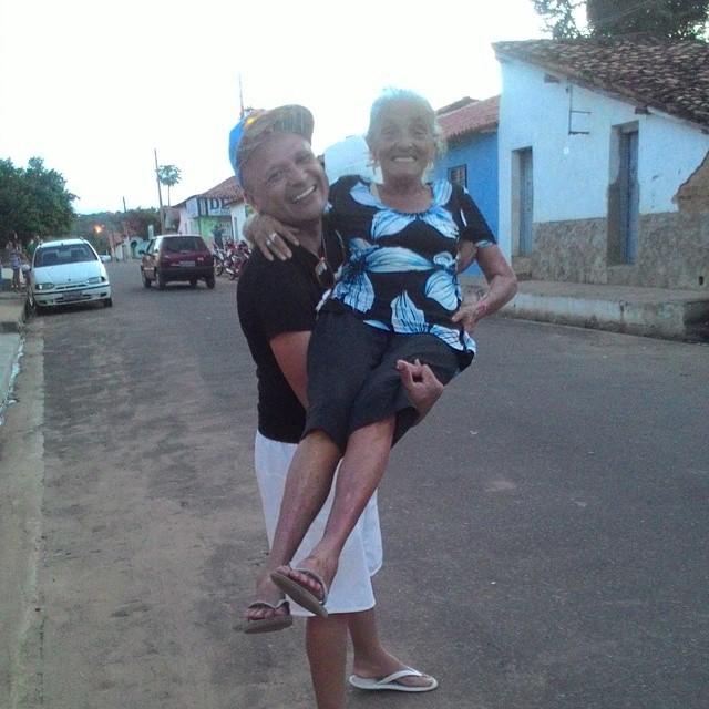 Dona Maria, ainda em vida com o filho Marko Rocha
