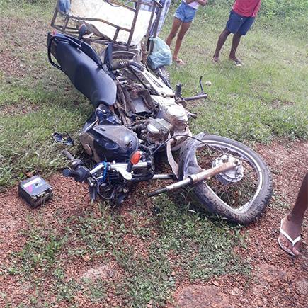 Colisão entre carro e motocicleta deixa uma pessoa morta na PI-212 0b163b430e327