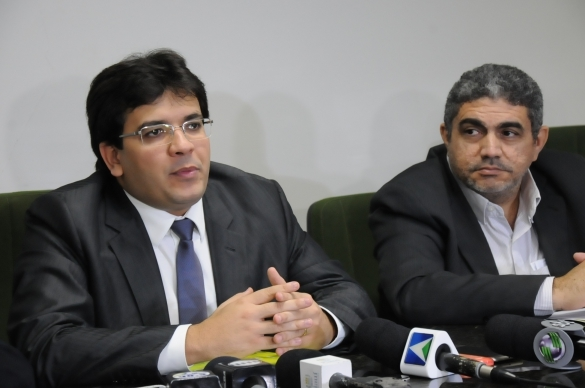 Rafael Fonteles, e o superintendente da Receita, Antônio Luiz