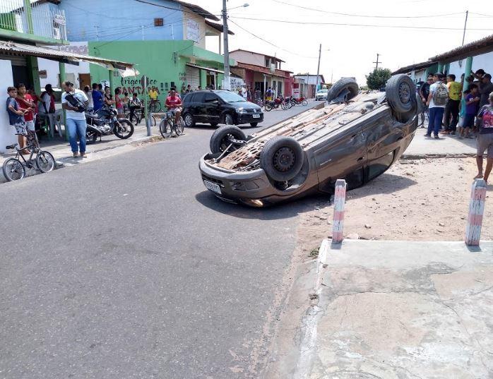 Colisão entre carros deixa família ferida no município de Parnaíba c6d3206f79df0