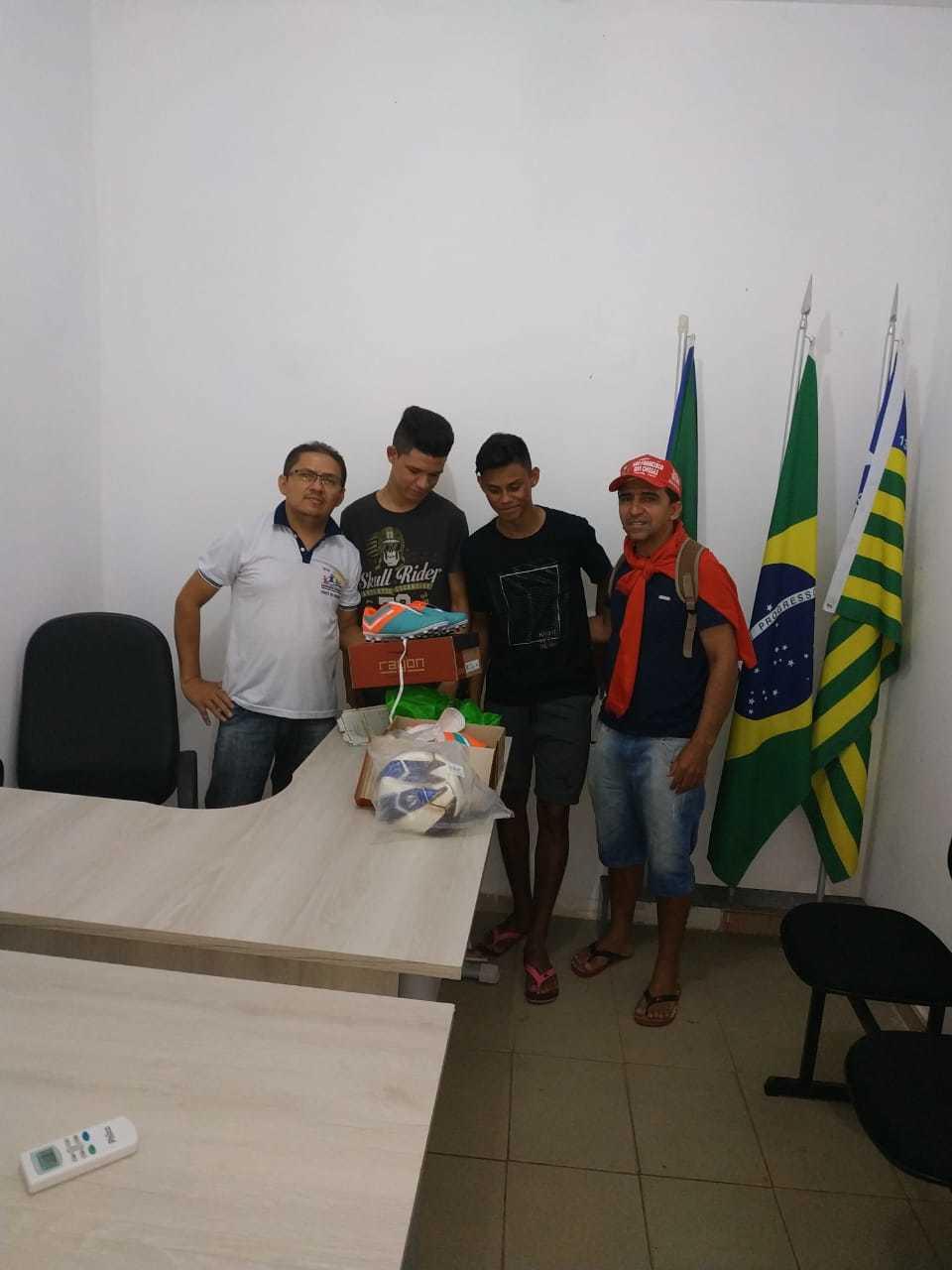 73308efeb Prefeitura realiza entrega de materiais esportivos para equipe Juventude de  Olho D água