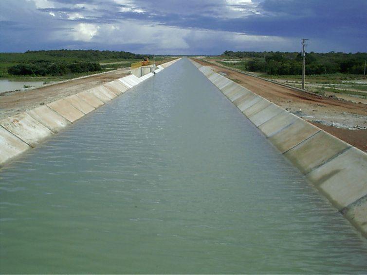Vista geral do canal de transposição do Açude Castanhão, no Ceará