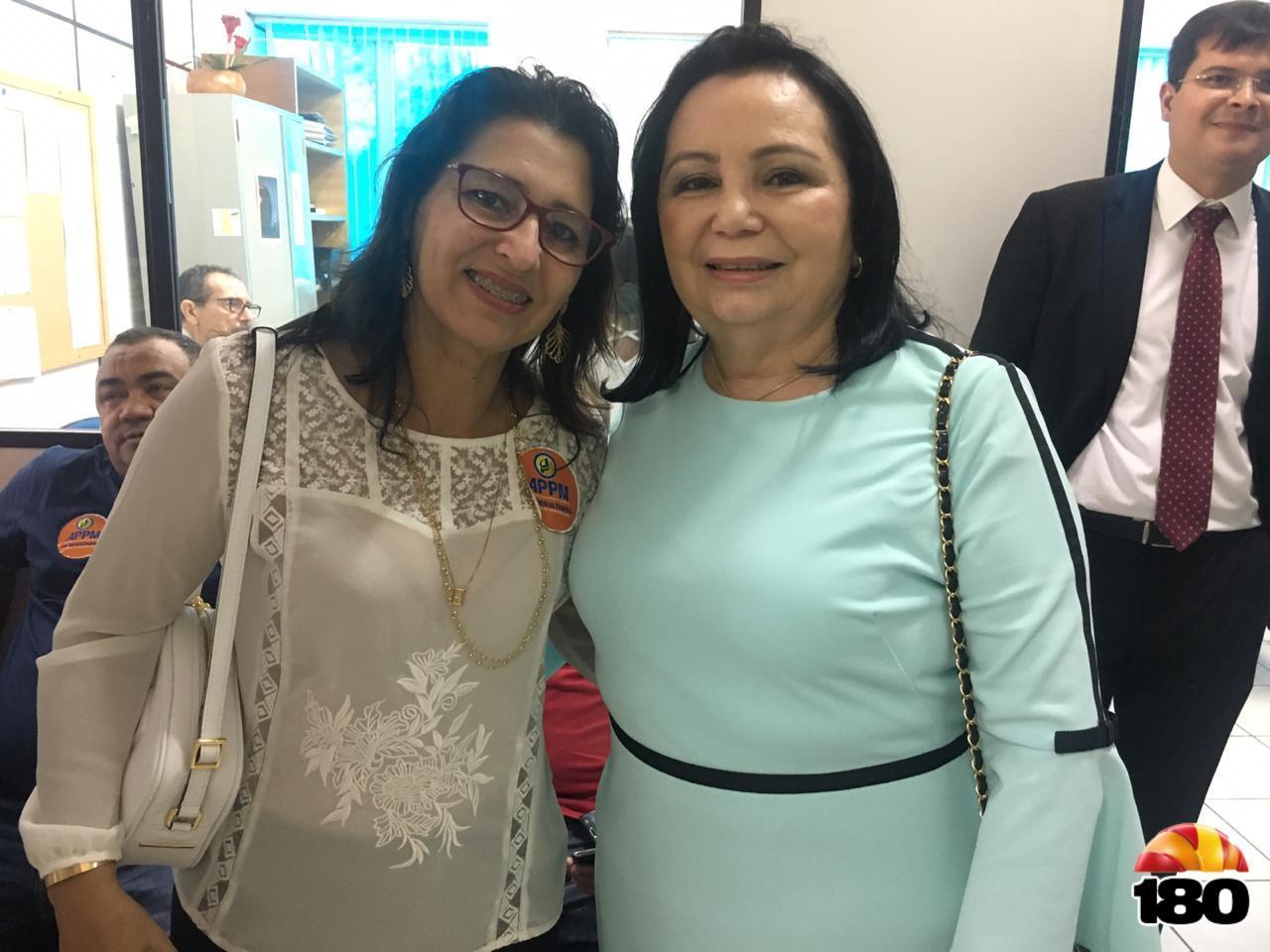 Prefeita Lúcia Sá ao lado da primeira-dama de Água Branca, Maria da Paz