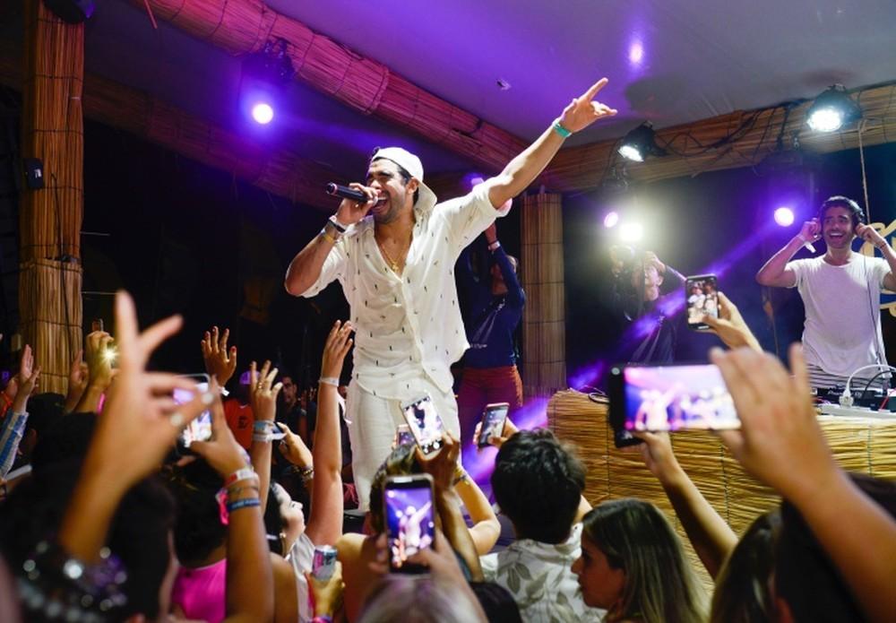 Gabriel Diniz faz show em em Fernando de Noronha