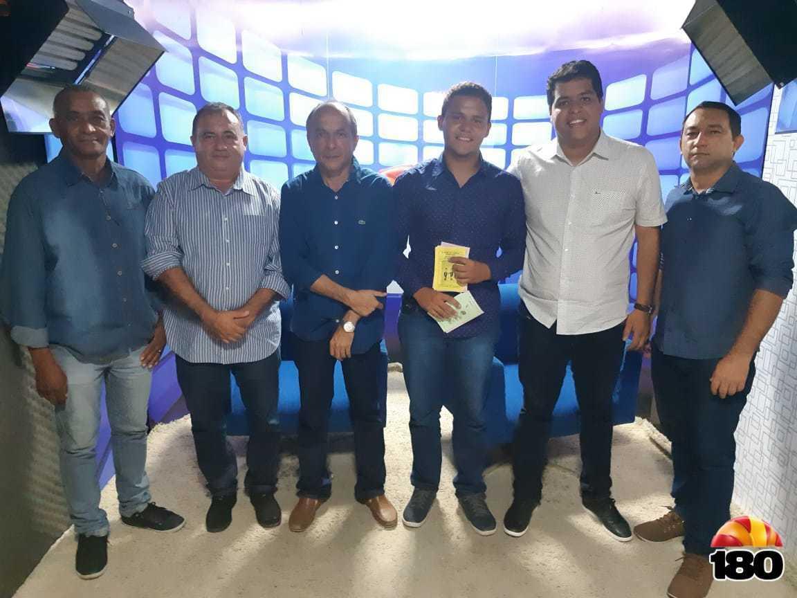 Na foto, Antônio ao lado de João Manu, João Paulo Manu, ex-prefeito, vice de São João da Serra, os vereadores René Ribeiro, Mariano do PT e Eldo Lima.