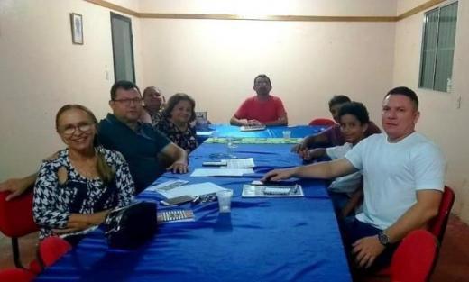 Acadêmicos reunidos durante apresentação do site
