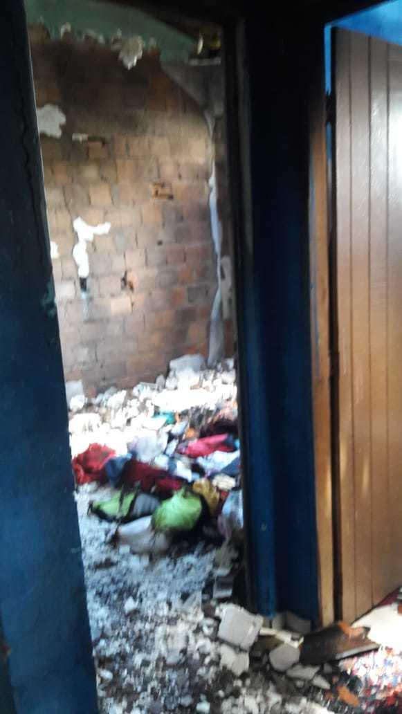 A casa ficou destruída