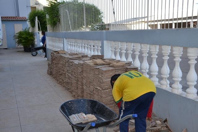 (Foto/ Portal O Povo/ Ladrilhos hidráulicos retirados da Catedral)