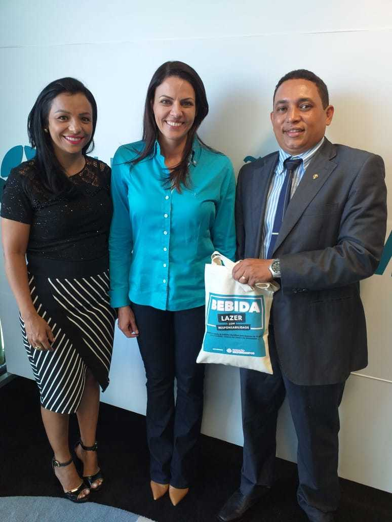 Diviane Rocha (secretária de Administração de Corrente), Ellen Konrad ( Coordenadora da FMC) e vereador Luiz Augusto Louzeiro