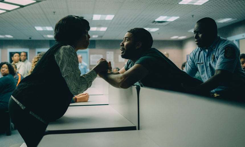 Inocência perdida … Niecy Nash e Jharrel Jerome. Foto: Atsushi Nishijima / Netflix
