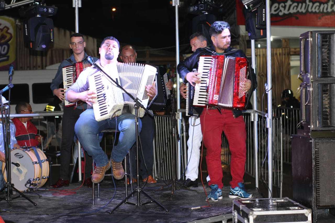 Sanfoneiros - Canta Luiz