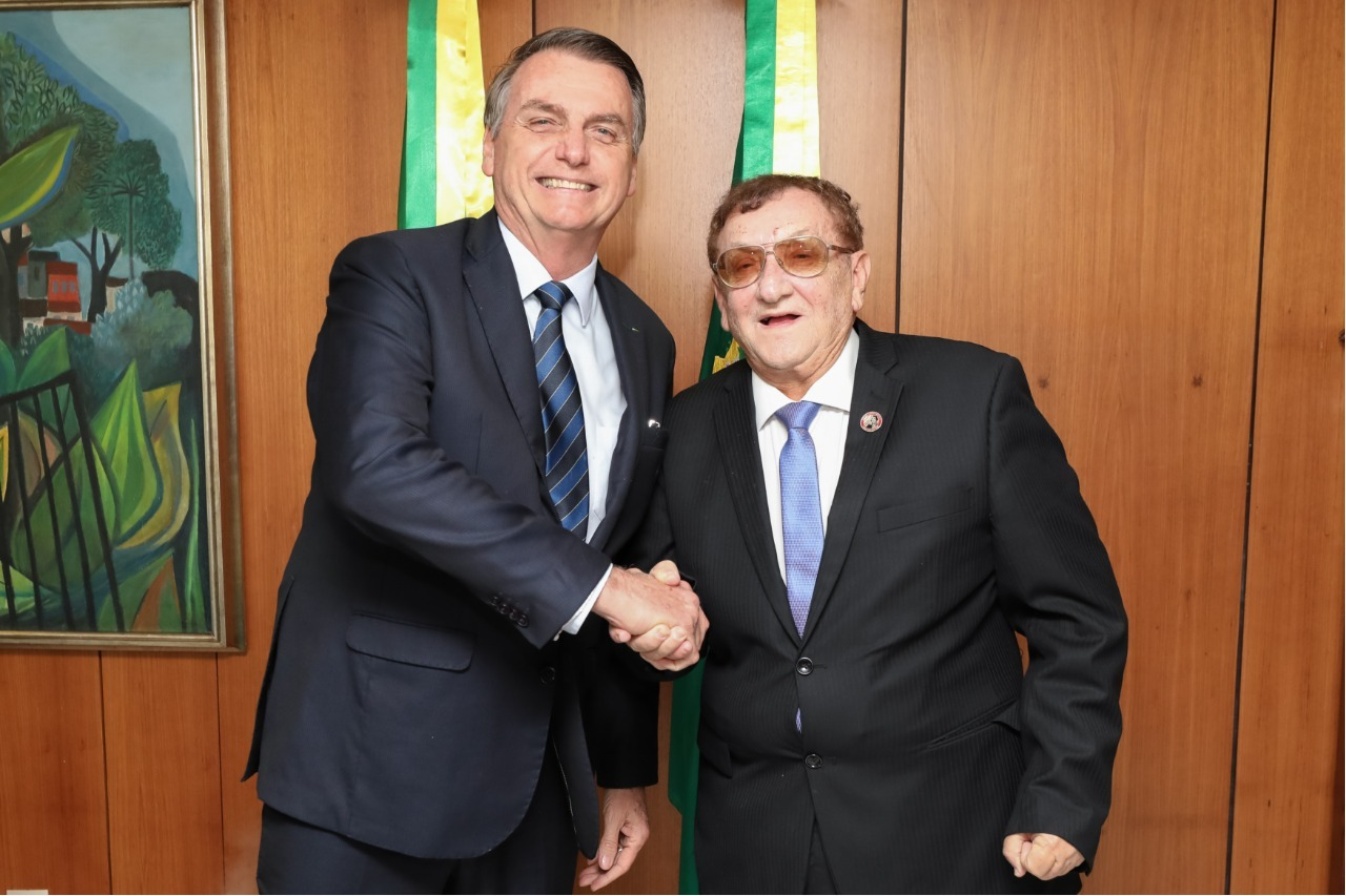 Resultado de imagem para bolsonaro e mao santa em brasilia