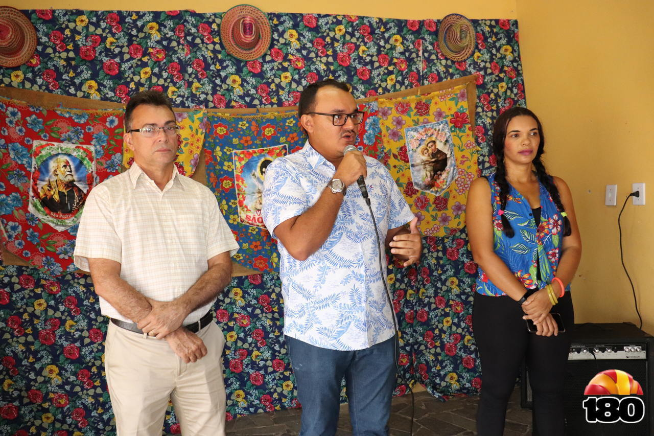 Secretário de Saúde, Zildo Filho, Prefeito de Beneditinos Jullyvan Mendes, e a Profissional em Educação Física Diana Carla.