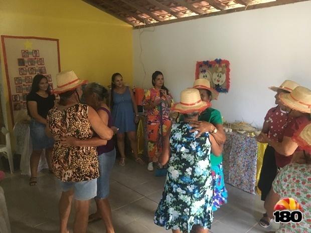 Festa junina para os idosos no Cras