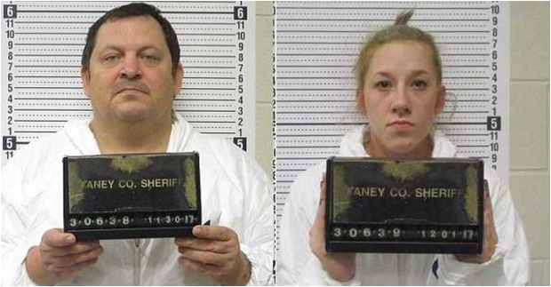 Aubrey Trail, de 52 anos, e sua namorada, Bailey Boswell, de 25, são os acusados do crime
