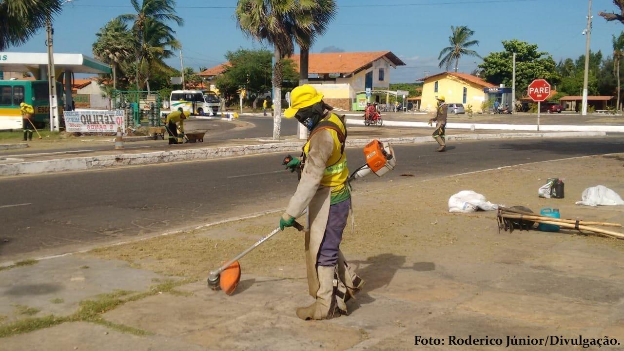 Mutirão de limpeza no Centro de Luís Correia