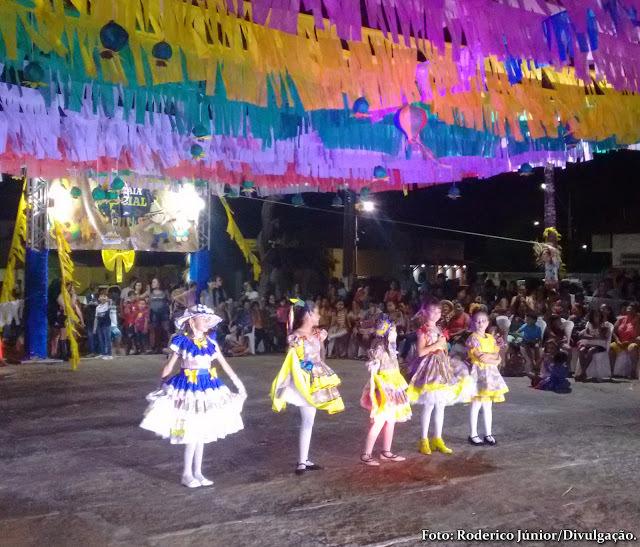 Desfile das rainhas juninas