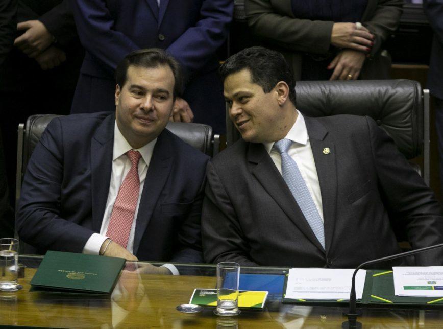 Presidentes da Câmara e do Senado, Rodrigo Maia (DEM-RJ) e Davi Alcolumbre(DEM-AP), conversaram sobre a possibilidade do Senado incluir Estados e Municípios na PEC da Previdência