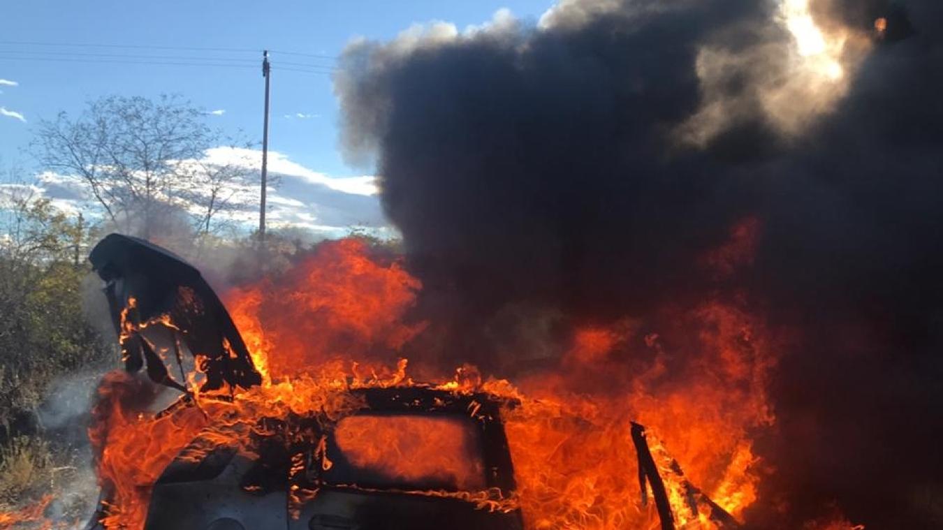 Carro pega fogo após colisão na BR-116, no Ceará; homem é socorrido para hospital em estado grave