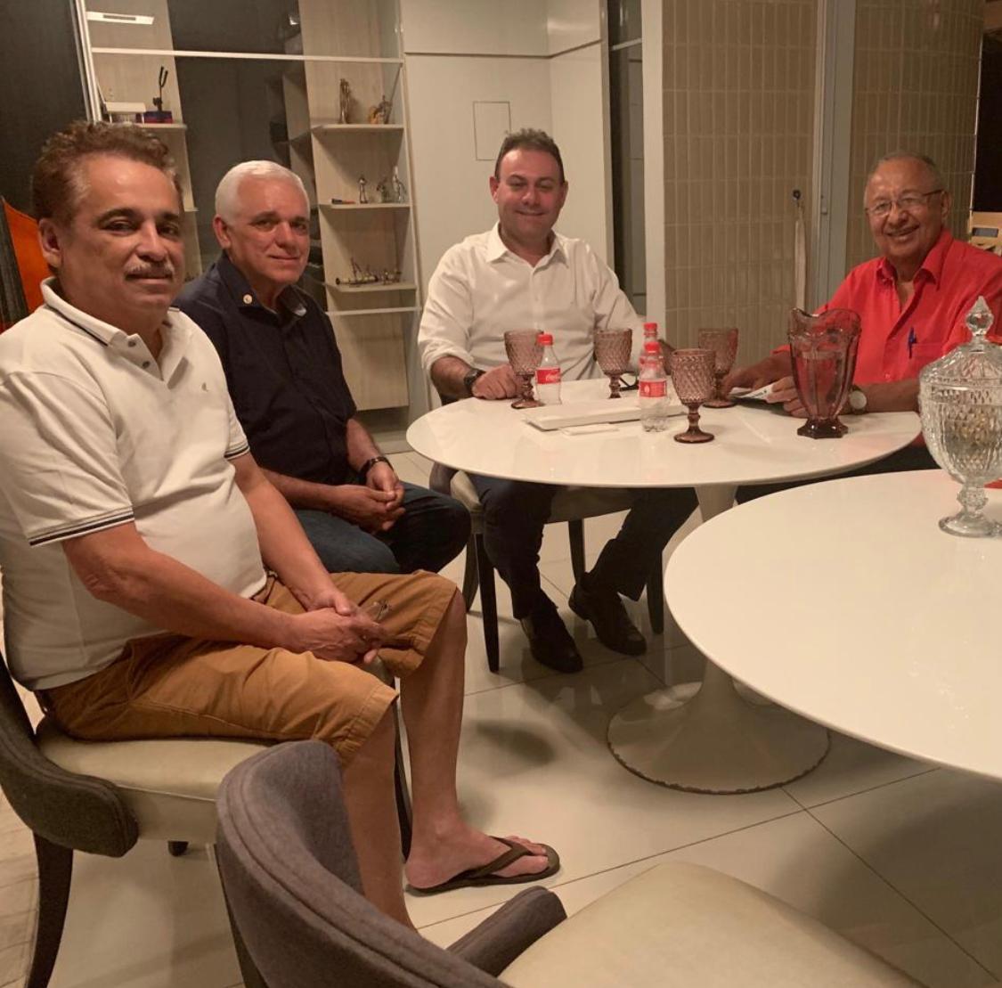 Na foto, a dupla Themístocles Filho e Jeová Alencar, que tem bancado - politicamente - a pré-campanha de Dr. Pessoa, e Robert Rios, cotado para vice do médico
