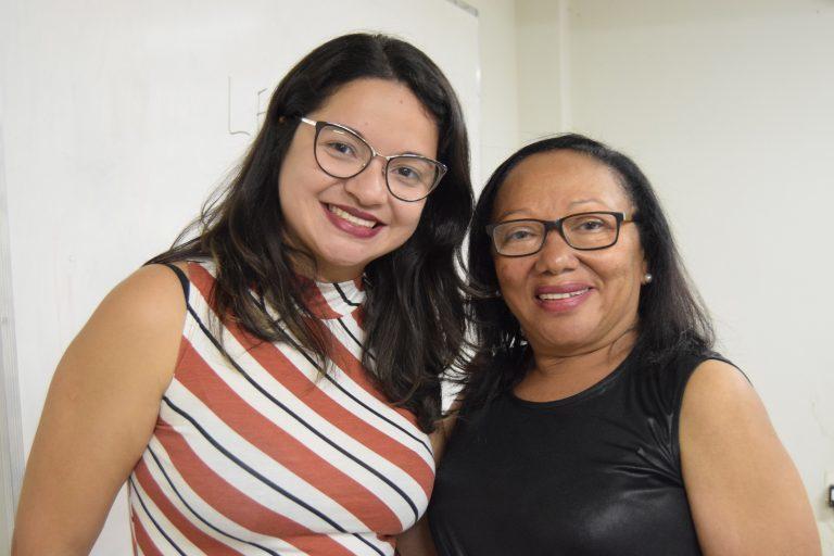 Professora Raimunda Celestina agradeceu a presença da pesquisadora Amanda Cavalcante