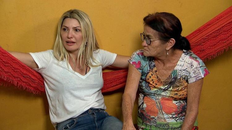 Antônia ao lado de Luzia, sua mãe adotiva