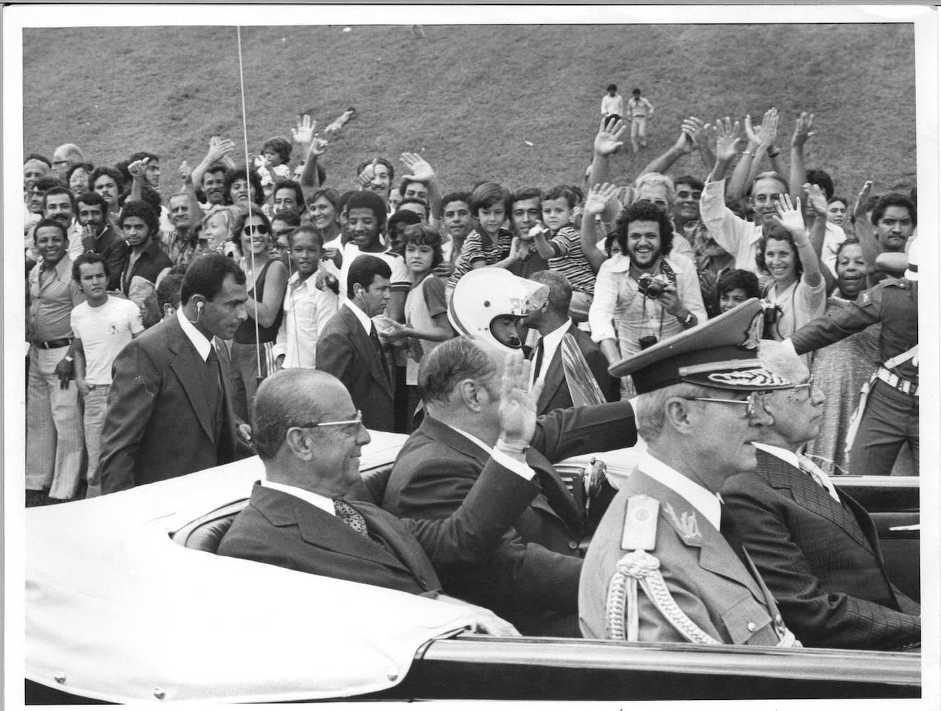 João Figueiredo, com o vice, Aureliano Chaves, e o ministro-chefe do gabinete militar, Danilo Venturini, no Rolls Royce presidencial