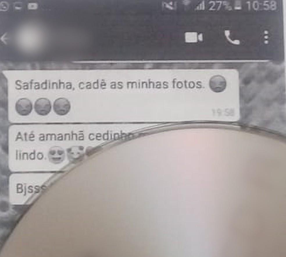 Foto mostra mensagens enviadas pelo professor para o WhatsApp da menina