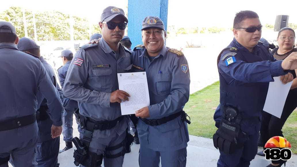 Coronel Araújo e entrega de diploma ao praça em destaque