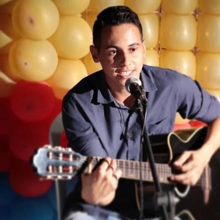 Felipe Lima é cantor e fã de Safadão