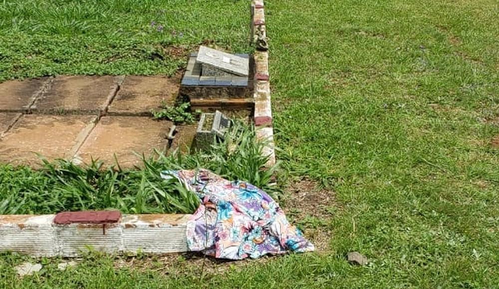 Saia com que a vítima foi enterrada foi encontrada longe do corpo