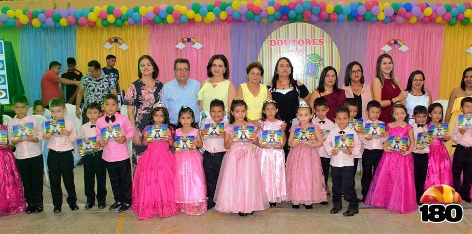 A solenidade contou com a presença do Prefeito Genival Bezerra da Silva (PT) acompanhado da Primeira-Dama e Secretária de Educação, Lêda Maria.