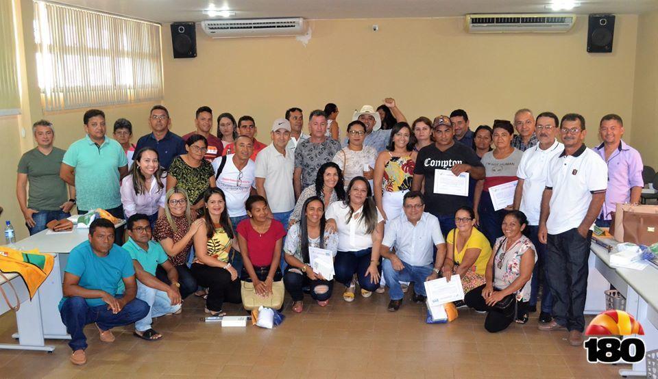 Prefeito Genival Bezerra (PT), equipe de governo e os ACS.