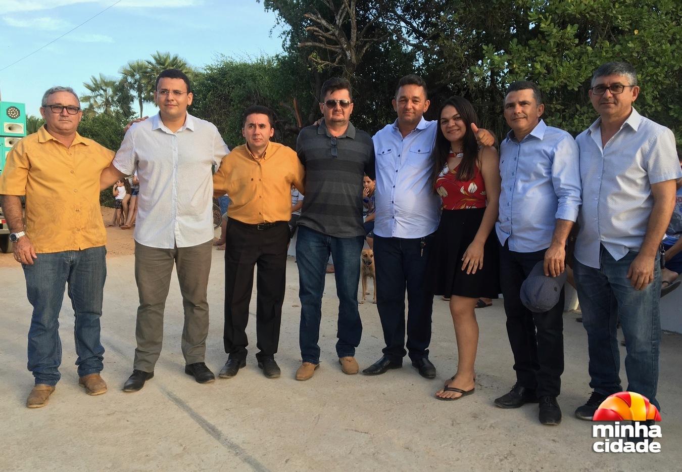Prefeito Osmar Vieira e autoridades locais na entrega da Ponte das Pitombeiras