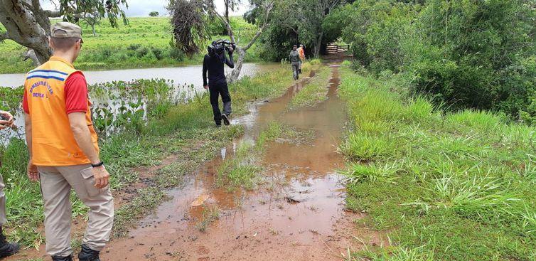 Técnicos estiveram vistoriando as áreas atingidas pelo rompimento da barragem