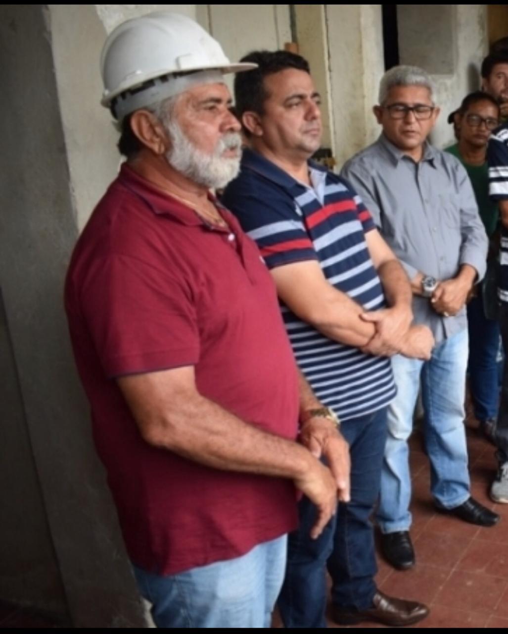 _No primeiro plano, ao lado do prefeito do PT Ribinha, Luís Mororó, titular da pasta responsável pelo edital (Foto: Divulgação)