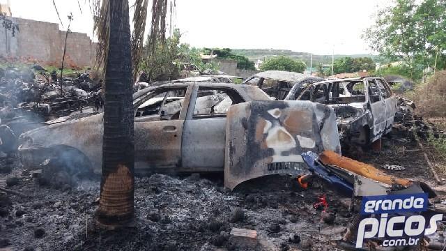 Incêndio atinge antiga delegacia em Picos e destrói mais de 50 veículos 6