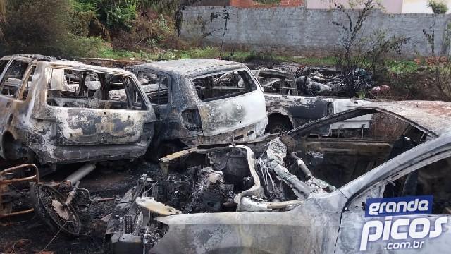 Incêndio atinge antiga delegacia em Picos e destrói mais de 50 veículos 7