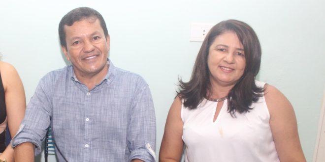 """Prefeito Municipal, João Batista de Oliveira (o """"Baiá""""), e a Secretária de Educação, Anazilda de Jesus"""