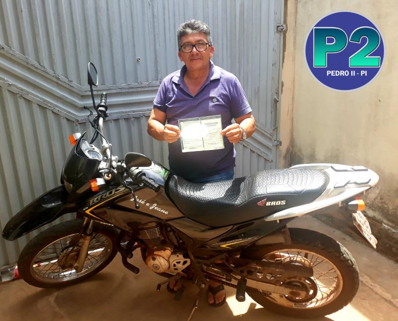 Homem é multado por conduzir moto sem o cinto de segurança