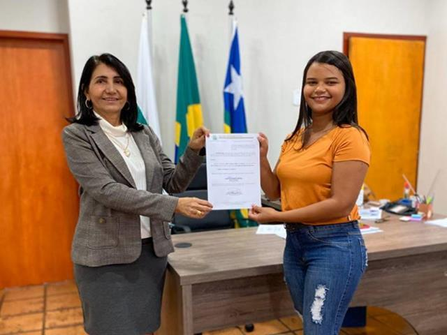 Larissa Gomes / prefeita Ceiça Dias