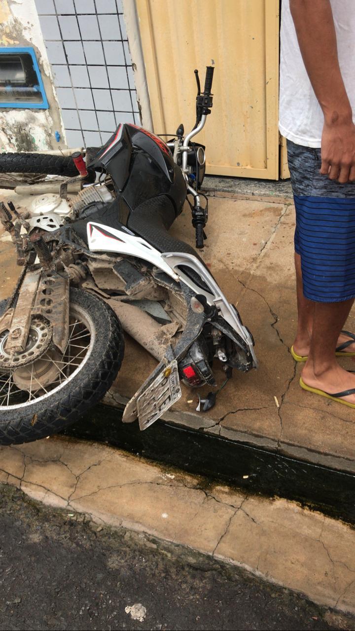 Motocicleta em que as vítimas andavam